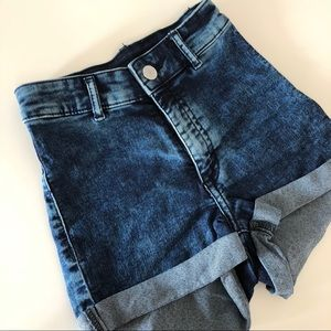 H&M - High-waisted stretches shorts